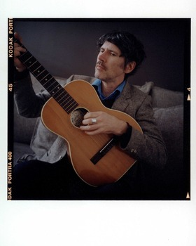 Gruff Rhys guitare